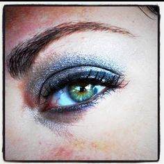 love the color of the eye shadow!