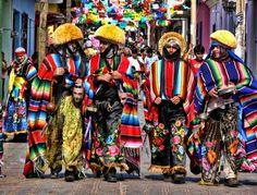 El mexicano ha mantenido vivas y fuertes aquellas tradiciones y expresiones, lo usos, rituales y festividades, los conocimientos y usos relacionados con la naturaleza y el universo, las técnicas ancestrales tradicionales, que trascienden las barreras espacio-temporales.