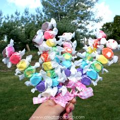 Adorable Taffy Kabob Party Favors. Going to make these for back to school. Too cute! Love the colors.
