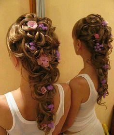 Este estilo de cabello es muy dificil para hacer pero es perfecto para una quinceañera.