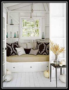 I can't wait to have a reading nook/window seat in a future house Cottage Living, Cottage Homes, Cottage Style, Living Room, Cozy Cottage, Swedish Cottage, White Cottage, Cottage Design, Coastal Cottage