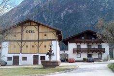 Privatzimmer Bundschuh Amlach Located in Amlach, Privatzimmer Bundschuh offers accommodation with free WiFi access. The property is 1 km from the train station and 5 km from a golf course. All rooms come with a balcony with garden and mountain views.