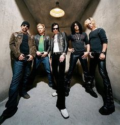 Listen to music from Velvet Revolver like Slither, Fall to Pieces & more. Find the latest tracks, albums, and images from Velvet Revolver. Rick Astley, Rock N Roll Music, Rock And Roll, Lady Gaga, Live Music, My Music, Saul Hudson, Velvet Revolver, Scott Weiland