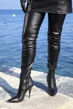 Eigene Kollektion - MICELI - Made in Italy Art.-Nr.:    Miceli-112022    Absatz:    Schwarz lackiert    Höhe:    12,0 cm bei Gr. 37 -14,0 cm bei Gr. 45    Farbe:    Schwarz    Material:    Fußteil in...