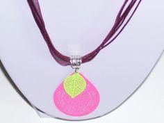 pendentif estampes rose et jaune : Pendentif par les-creations-de-bijoux-d-isa