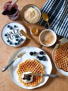 Idee e ricette per la colazione lenta: toast dolci, waffle e altre bontà | Vita su Marte Dessert Recipes, Desserts, Waffles, Bakery, Foods, Breakfast, Easy, Mars, Banana