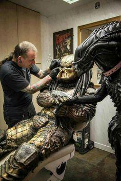 Sci-Fi Fantasy Cosplay: Alien & Predator Are Best Buddies After All Alien Vs Predator, Predator Cosplay, Predator Movie, Predator Alien, King Kong, Predator Tattoo, Science Fiction, Giger Art, Aliens Movie