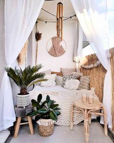 Small Balcony Decor, Balcony Design, Small Patio, Patio Design, Terrace Decor, Design Balcon, Wool Wall Hanging, Paint Your House, Home Decoracion