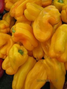 Eat the yellows: yellow peppers are a good source of B vitamins, antioxidants and fiber. Loaded with carotenoids lutein and zaexanthin. | Eat the rainbow