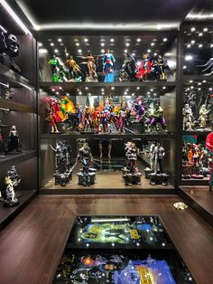 21 Various DIY Display Case Ideas to Keep your Beloved Stuff! - Home Decor Ideas Comic Book Rooms, Comic Room, Toy Display, Display Case, Geek Room, Video Game Rooms, Gaming Room Setup, Game Room Design, Man Cave Home Bar