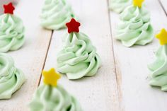 Christmas Tree Meringue Cookies via http://www.cakeandallie.com  #holidayentertaining