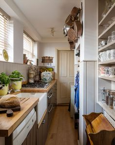 Trevor Pickett - purveyor of fine leather accessories. The kitchen of his London Home - The London Magazine