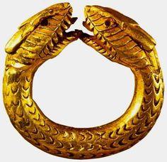Empire romain, bague à tête de serpent, en or, musée archéologique de Naples.