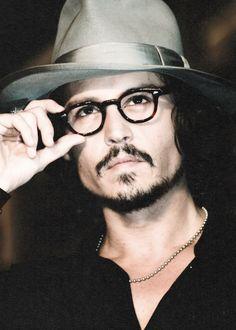 Johnny Depp https://www.facebook.com/MujeresSinReglas