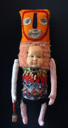 French artist Cecile Perra creates fine fabric sculptures by using different techniques, like sewing and collage. She uses different fabrics, old photographs and portraits, dolls, toys and old find-objects. Ugly Dolls, Creepy Dolls, Oil Canvas, Art Brut, Monster Dolls, Arte Popular, Doll Parts, Assemblage Art, Outsider Art