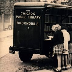 Chicago Public Library Bookmobile Service, ca. Old Libraries, Little Free Libraries, Bookstores, I Love Books, Books To Read, Friends Of The Library, Mobile Library, Vintage Library, Reading Material