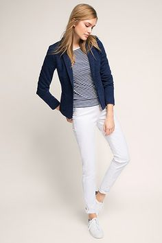 Esprit / Blauwe blazer, witte broek en marine gestreepte trui