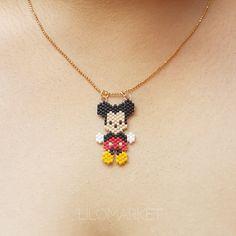 Collar Minnie o Mickey - lilomarket Small Earrings, Diy Earrings, Mickey Y Minnie, Brick Stitch Earrings, Native American Beadwork, Bead Art, Fashion Necklace, Beaded Bracelets, Gifts