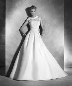 Pronovias 2018 / The wisdom and skill of expert seamstresses transform fine fabrics into haute couture designs. These wedding dresses are pure magic. Pronovias has designed a collection to enchant not only romantic, classic brides, but also modern. 2016 Wedding Dresses, Luxury Wedding Dress, Designer Wedding Dresses, Wedding Gowns, Wedding Robe, Pronovias Bridal, Bridal Gowns, Provonias Wedding Dress, Unusual Dresses