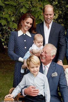 See Meghan Markle and Prince George Crack Up in the Most Candid Royal Family Photo Ever Prince Charles, Prince William Et Kate, Prince Harry And Meghan, William Kate, Lady Diana, Elizabeth Ii, Meghan Markle, Kate Middleton, Prince Georges