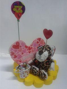 ¡Que tal si armas tus obsequios para Amor y Amistad, con una caja de chocolates, un peluche y pines decorativos!. Muchas ideas puedes crear. #AmorYAmistad #DetallesAmorYAmistad