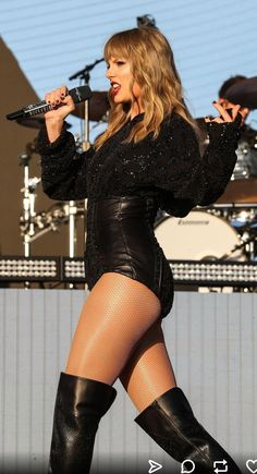 Taylor Swift sexy outfit with sheer nude fishnet pantyhose with boots Taylor Swift Legs, All About Taylor Swift, Taylor Swift Music, Taylor Swift Style, Taylor Swift Pictures, Taylor Alison Swift, Taylor Swift Bikini, Taylor Momsen, Beautiful Celebrities