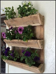 Meuble Chaussure Palette : Adorable Pallet Wall Planter Ideas Pallet Wooden Wall Planter Sharing is caring, don't forget to share ! Diy Pallet Wall, Diy Wall, Pallet Wood, Herb Garden, Garden Tools, Garden Pests, Garden Ideas, Outdoor Plants, Indoor Outdoor