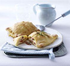Unser beliebtes Rezept für Minicalzone mit Salami und mehr als 55.000 weitere kostenlose Rezepte auf LECKER.de.