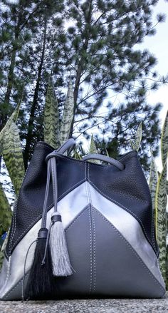 New bucket bag in my #EtsyShop and a flash sale of 25 % off. #etsy #fashion #bag #handbag #blackbag #blackhandbag