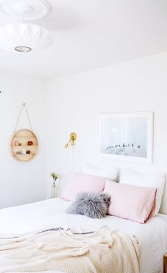 Get inspired to create an unique bedroom for kids with these decorations and furnishings inspired by pink textures and shades. See more at circu.net