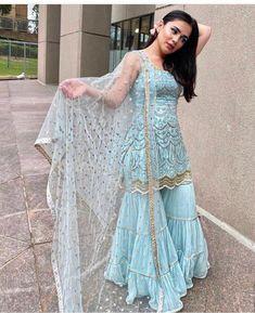 Party Wear Indian Dresses, Designer Party Wear Dresses, Indian Gowns Dresses, Indian Fashion Dresses, Dress Indian Style, Indian Wedding Outfits, Indian Designer Outfits, Pakistani Dresses, Indian Outfits