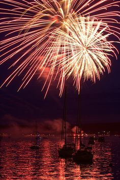 2010 4th of July Fireworks over Boothbay Harbor, Maine by rkleine, via Flickr