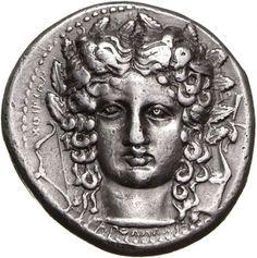 Tetradracma - argento - Katane (Catania) Sicilia (410-404 a.C.) - Apollo frontale con lunghi riccioli e corona d'alloro, a sin. un arco, a destra una lira (kithara) firmata XOIPIΩΝ - Münzkabinett Berlin