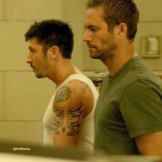 Paul Walker Paul Walker Family, Paul Walker Movies, Rip Paul Walker, Beautiful Blue Eyes, Beautiful Smile, Hot Guys Kissing, Brick Mansions 2014, Paul Walker Pictures, People Magazine