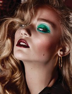 Green eyeshadow and red lips - Genevieve Charbonneau Photographer.