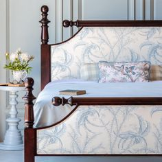 Cant stop wont stop loving our Classic Cannonball Bed in Rich Mahogany with Ocean Toile fabric Bedroom Furniture Design, Bed Furniture, Luxury Furniture, Furniture Layout, Kitchen Furniture, Furniture Ideas, Bed Linen Design, Bed Design, Home Bedroom