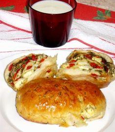 Reteta culinara Painici umplute cu branza feta ,ardei gras si marar din categoria Aperitive. Cum sa faci Painici umplute cu branza feta ,ardei gras si marar