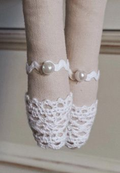 Some Tips, Tricks, And Techniques For That Perfect fabric dolls Doll Crafts, Diy Doll, Doll Shoe Patterns, Fairy Shoes, Tilda Toy, Sock Dolls, Rag Dolls, Sewing Dolls, Doll Tutorial