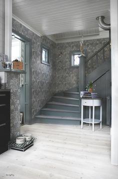 Sovrum 2. Här är ett exempel på hur det kan se ut med grå lister. Hallway Inspiration, Interior Inspiration, Interior Styling, Interior Decorating, Interior Design, House Of Philia, Decoration Entree, Welcome To My House, French Country Cottage