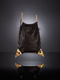 MRS HERSKIN HANDCRAFTED BACKPACK IN BLACK LEATHER   Handcrafted from black textured-leather (Lamb).  Finished with fire burnt polished brass hardware and gold-colored ring trim. Chain-detailed shoulder strap. Comes with dust bag.  Width above: 32 cm Width below: 42 cm Height: 41cm Handl...