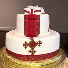 Wedding Cake Red, Wedding Cakes With Flowers, Traditional Wedding Decor, Traditional Dresses, Africa Cake, African Wedding Cakes, Habesha Kemis, Ethiopian Traditional Dress, Ethiopian Wedding