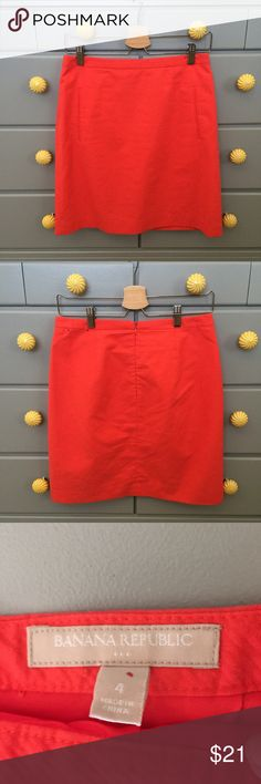 """Banana Republic coral linen skirt Banana Republic coral linen pencil skirt with front pockets and back zip. In very good condition with no visible wear or damage. Size 4. Waist measures 15"""" across and length is 19"""". Banana Republic Skirts Pencil"""
