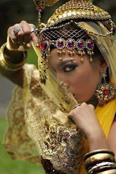 Algerian fashion: Berber dress and jewelry