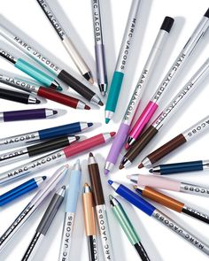 Shop the Highliner Gel Eye Crayon Eyeliner at Marc Jacobs Beauty. This breakthrough eyeliner crayon is like a pot of gel eyeliner within a pencil. Crayon Eyeliner, Gel Eyeliner, Mac Eyeshadow, Eyeliner Ideas, Sephora, Matte Gel, Nyx Matte, Matte Lipsticks, Holy Grail Products