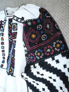 Polish Embroidery, Ribbon Embroidery, Cross Stitch Embroidery, Embroidery Patterns, Folk Costume, Costumes, Embroidered Blouse, Cross Stitching, Boho