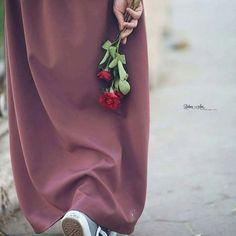 Hijabi Girl, Girl Hijab, Niqab Fashion, Muslim Fashion, Muslim Girls, Muslim Women, Muslim Couples, Dior Flowers, Muslim Images