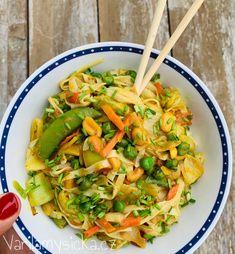 Rýžové nudle s kokosovým kari - Do 10 minut na talíři Tofu, Pasta Salad, Food And Drink, Ethnic Recipes, Asia, Crab Pasta Salad, Macaroni Salad