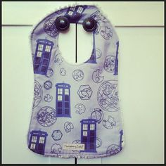 Wee Baby Time Lord - Doctor Who Tardis Baby Bib via Etsy Doctor Who Baby, Doctor Who Tardis, Doctor Who Merchandise, Police Box, Huckleberry, Time Lords, Future Children, Baby Time, Dr Who