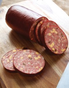 Make spicy homemade summer sausage with just the right amount of tang and creamy. - Sausage recipes - Wurst Make spicy homemade summer sausage with just the right amount of tang and creamy. Homemade Summer Sausage, Summer Sausage Recipes, Homemade Sausage Recipes, Venison Summer Sausage Recipe Smoked, Jerky Recipes, Venison Recipes, Sushi Recipes, Bratwurst, Jalapeno Cheddar