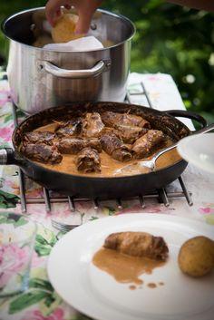 Oxrulader med gräddsås och pressgurka – 3 kockar 7 kids Tasty, Yummy Food, Steak, Food And Drink, Lunch, Beef, Recipes, God, Inspiration
